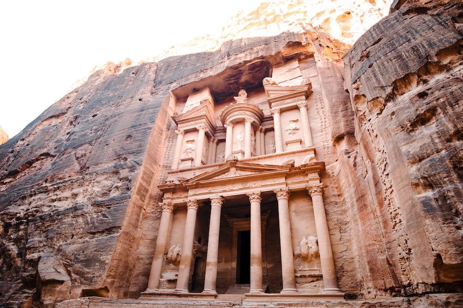 halal food and places to stay in petra jordan