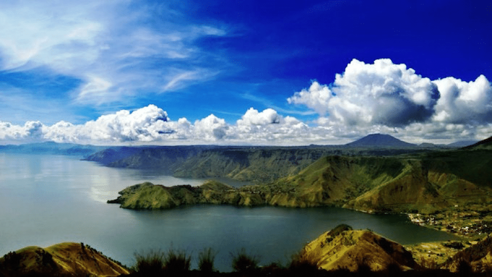 toba lake in medan is an active volcano in indonesia