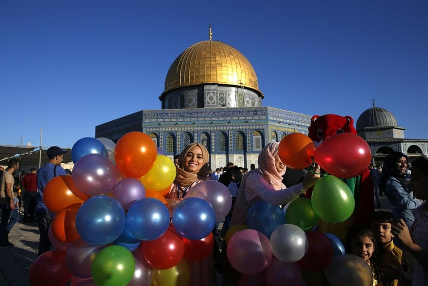 muslims celebrating eid in palestine dome of rock