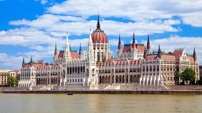 Travel guide to Budapest for Muslims - Parliament House