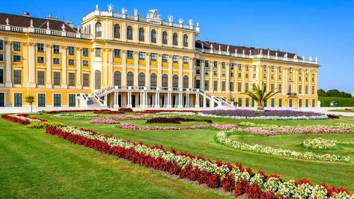 Muslim friendly attractions in Vienna - Schönbrunn Palace in Vienna